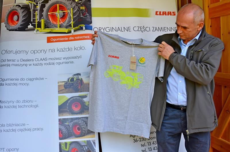 Koszulki promocyjne firmy Agromasz i Claas dla klientów.